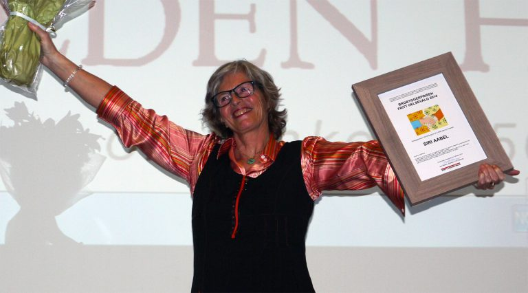 Siri Aabel mottar Brobyggerprisen 2014
