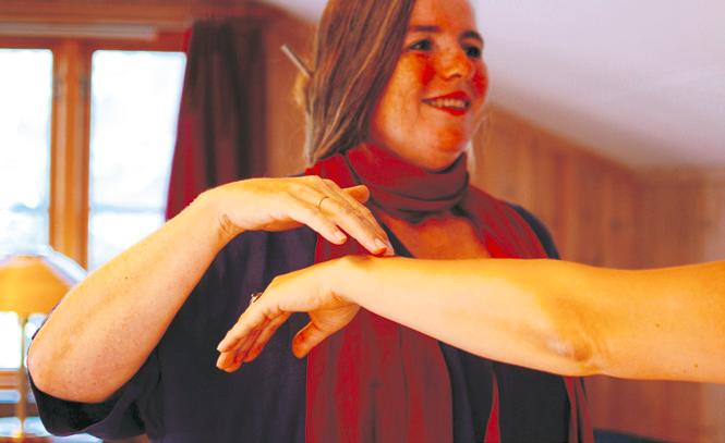 Kinesiolog Fanny Parow Kill tester og tolker musklenes motstandskraft